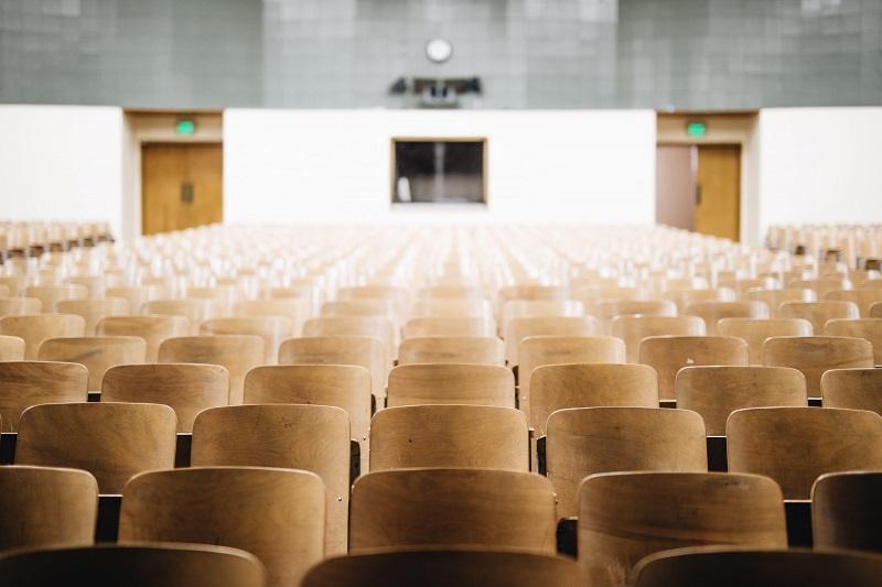 suspensão da caducidade dos contratos no ensino superior