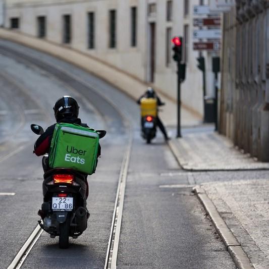 Trabalhadores das novas empresas tecnológicas de transporte e entregas devem ser considerados trabalhadores dessas empresas ou prestadores de serviços glovo uber